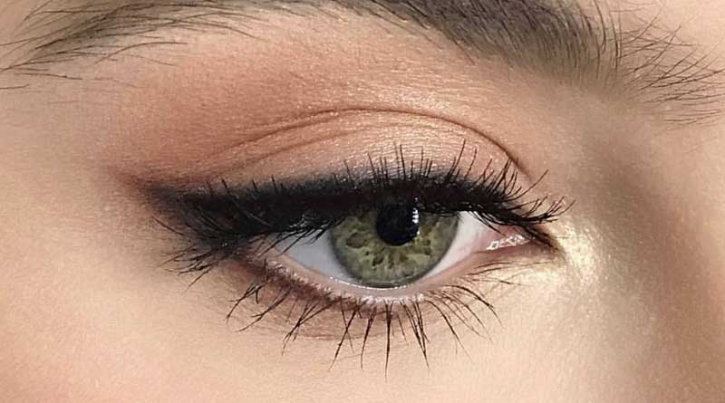 How to Smudge Eyeliner for a Natural Look