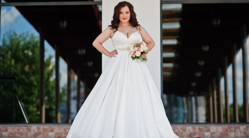 What to Wear Under a Wedding Dress? [Plus Size]