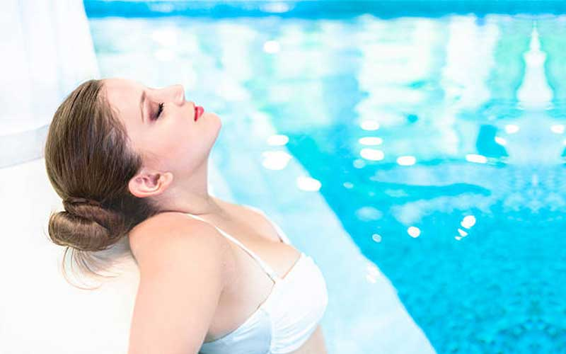 How to Choose the Best Eyeliner for Swimming?