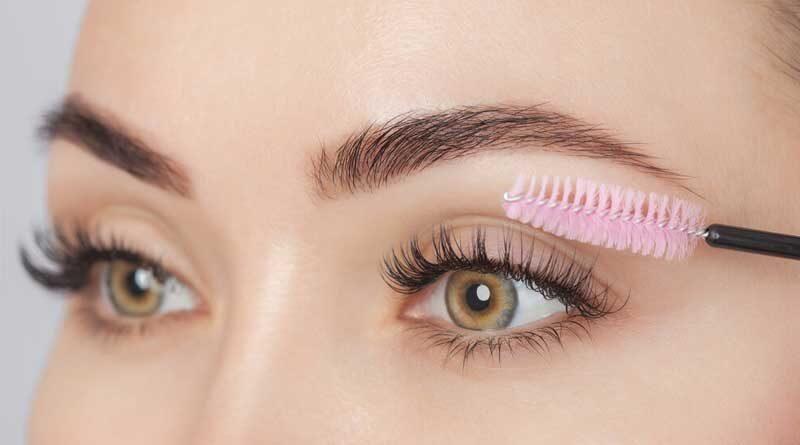 Do you put Mascara on Fake Eyelashes?
